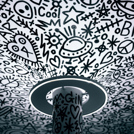 Backdrop: UFOs an der Decke